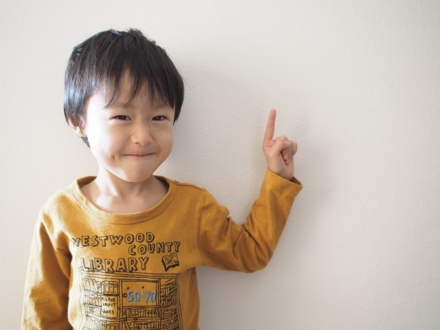 要練習日語會話,你可以嘗試運用跟讀法或學以致用法等方法。