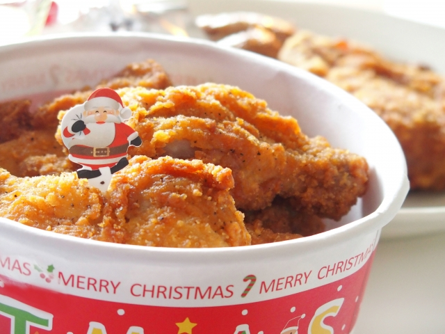 很多日本人都會在聖誕節吃肯德基(KFC)的炸雞。
