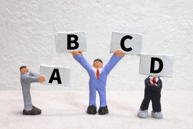 這裡我們會提供4種履歷表供你下載。請根據你希望傳遞的重點來選擇適合的履歷表。