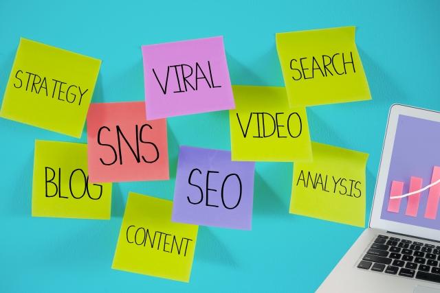 個人事業的吸引顧客方法主要有2個,全部都可在網上實施。